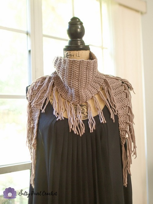 Chic Suede Fringed Triangle Scarf Crochet Pattern - These crochet scarf patterns will inspire creativity and excitement in you. #crochetscarfpatterns #crochetpatterns #crochetscarf #crochetaddict