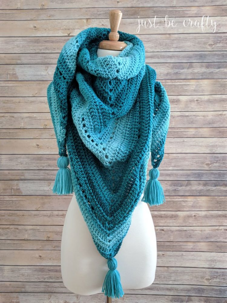 Crochet Triangle Shawl - This list has 20 free crochet shawl patterns, each unique and suitable for any occasion. These are the best shawl patterns out there. #CrochetShawlPatterns #CrochetShawl #FreeCrochetPatterns