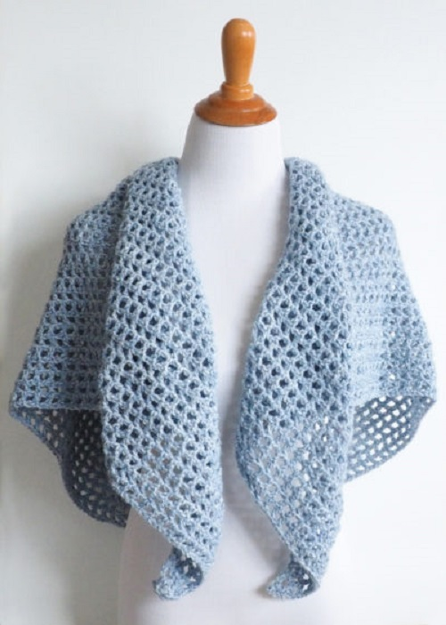 Wine Country Triangle Shawl - This list has 20 free crochet shawl patterns, each unique and suitable for any occasion. These are the best shawl patterns out there. #CrochetShawlPatterns #CrochetShawl #FreeCrochetPatterns