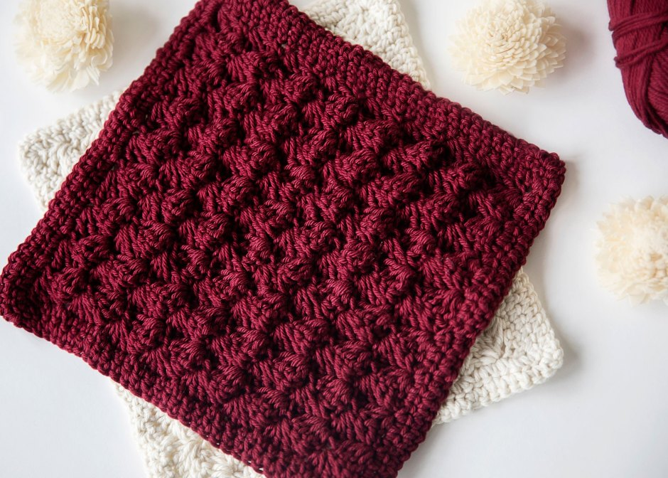 Beginner Decorative Crochet Potholder - These crochet pot holders aren't challenging to work up and provide a nice lazy day project. Pick out a pot holder pattern and get to work. #CrochetPotHolders #CrochetPatterns #EasyCrochetPatterns