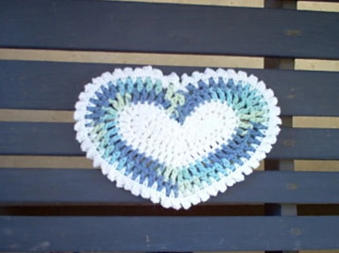 Country Love Potholder - These crochet pot holders aren't challenging to work up and provide a nice lazy day project. Pick out a pot holder pattern and get to work. #CrochetPotHolders #CrochetPatterns #EasyCrochetPatterns
