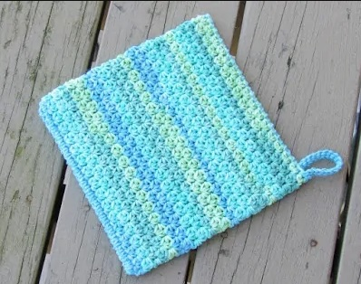 Easy Peasy Potholder - These crochet pot holders aren't challenging to work up and provide a nice lazy day project. Pick out a pot holder pattern and get to work. #CrochetPotHolders #CrochetPatterns #EasyCrochetPatterns