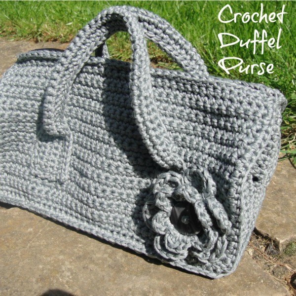 Duffel Purse - These free crochet purse patterns are full of creative, adventurous ideas. Switch up your look or gift a friend one of these new crochet bags. #CrochetPursePatterns #CrochetPatterns #FreeCrochetPatterns