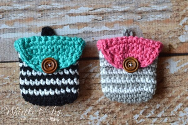 Crochet Striped Coin Purse - These free crochet purse patterns are full of creative, adventurous ideas. Switch up your look or gift a friend one of these new crochet bags. #CrochetPursePatterns #CrochetPatterns #FreeCrochetPatterns