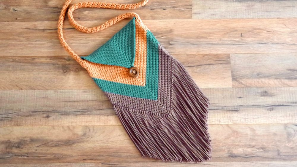 Fringed Chevron Purse - These free crochet purse patterns are full of creative, adventurous ideas. Switch up your look or gift a friend one of these new crochet bags. #CrochetPursePatterns #CrochetPatterns #FreeCrochetPatterns