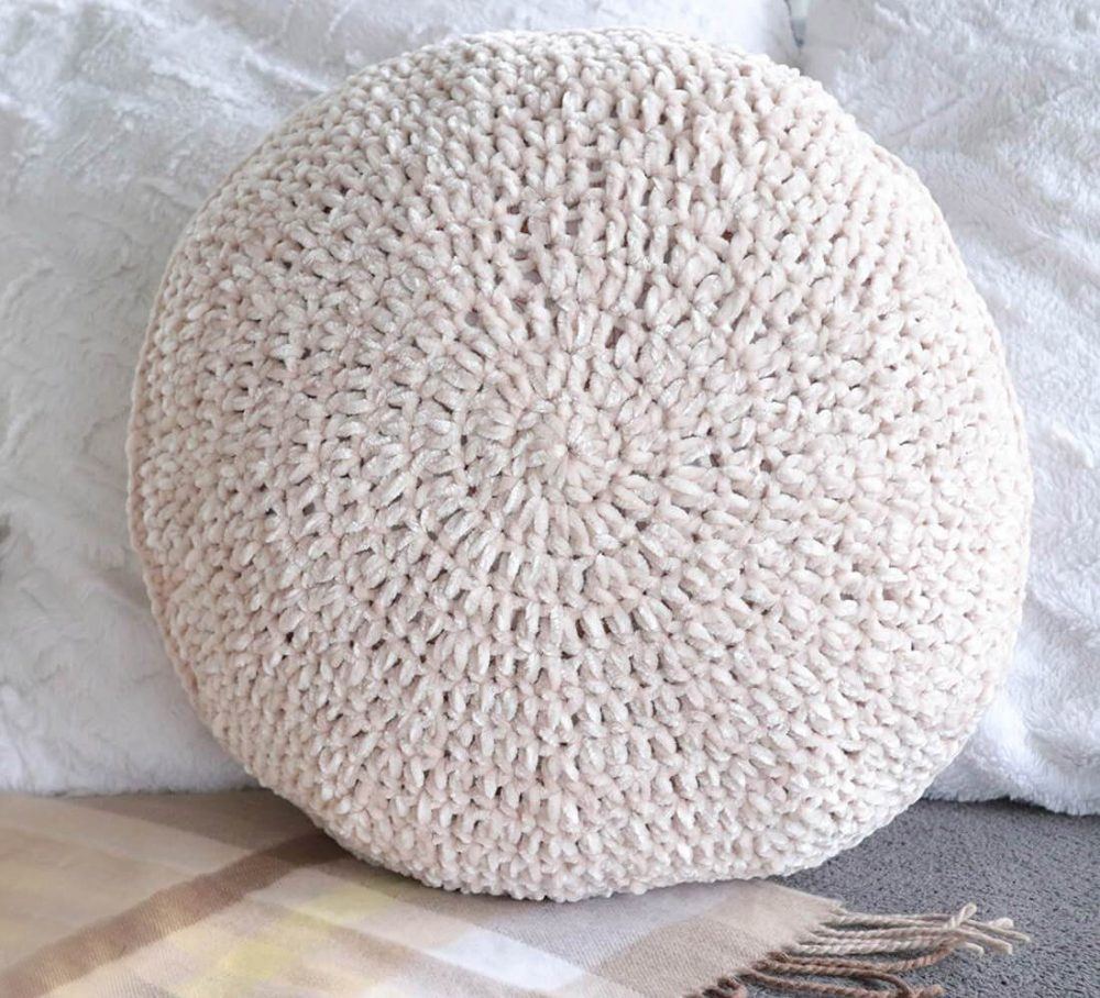 Velvet Circle Pillow - These are the best pillows and they're all so beautiful. There are more fun, vibrant designs and more modern crochet pillows on this list. #EasyCrochetPillows #CrochetPillows #CrochetPatterns