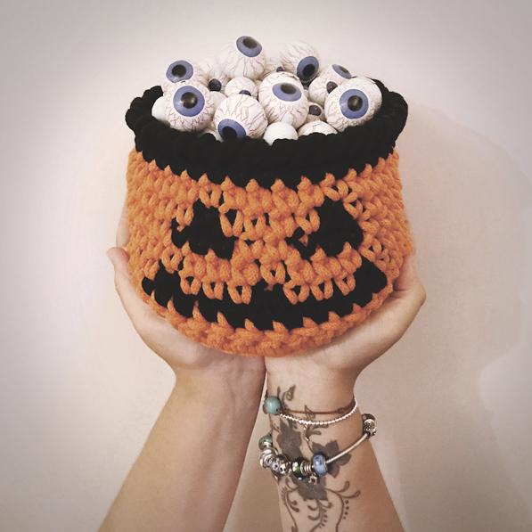 Crochet Pumpkin Basket - These 13 crochet Halloween pumpkin patterns should be enough to create all the pumpkins you want. #crochethalloweenpumpkins #crochetpatterns #halloweencrochetpatterns