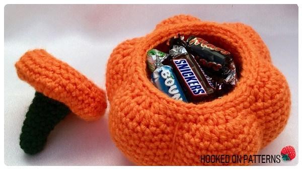 Crochet Pumpkin Pot - These 13 crochet Halloween pumpkin patterns should be enough to create all the pumpkins you want. #crochethalloweenpumpkins #crochetpatterns #halloweencrochetpatterns