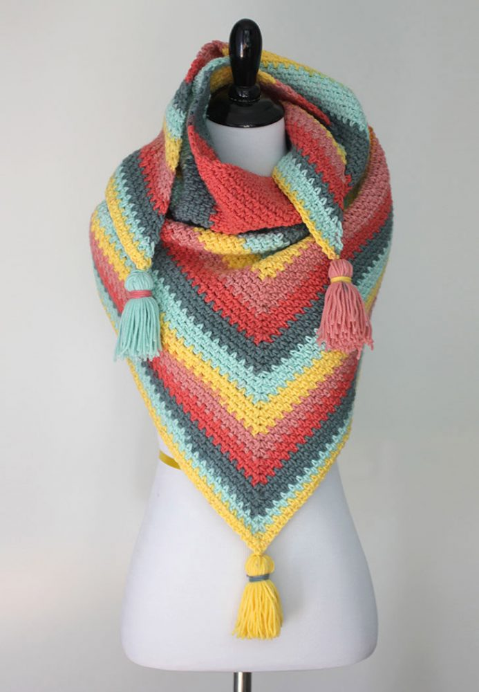 Crochet Caron Big Cakes Moss Stitch Shawl - No matter what you're looking for these crochet shawl patterns will allow you to learn, grow and express yourself! #crochetshawlpatterns #crochetpatterns #freecrochetpatterns