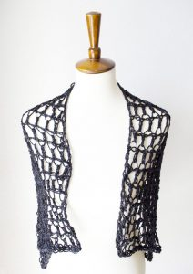 Flirty Shawl - No matter what you're looking for these crochet shawl patterns will allow you to learn, grow and express yourself! #crochetshawlpatterns #crochetpatterns #freecrochetpatterns