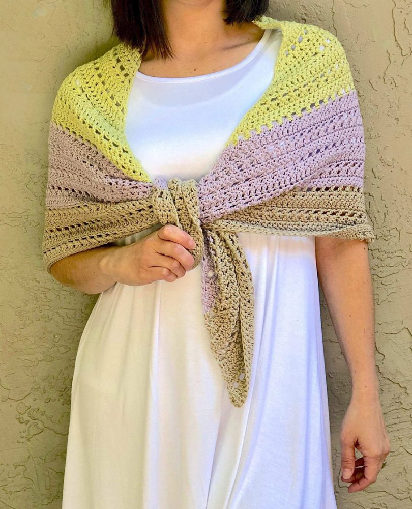 Lilla Shawl - No matter what you're looking for these crochet shawl patterns will allow you to learn, grow and express yourself! #crochetshawlpatterns #crochetpatterns #freecrochetpatterns