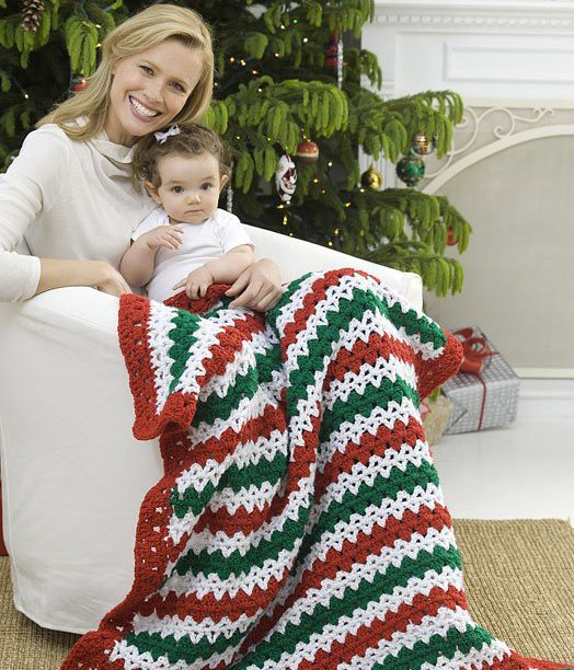 Christmas Striped Throw - This list of free crochet patterns has some fun Christmas decorations that will deck your halls and bring jolly to your days! #crochetpatterns #christmascrochetpatterns #holidaycrochetpatterns