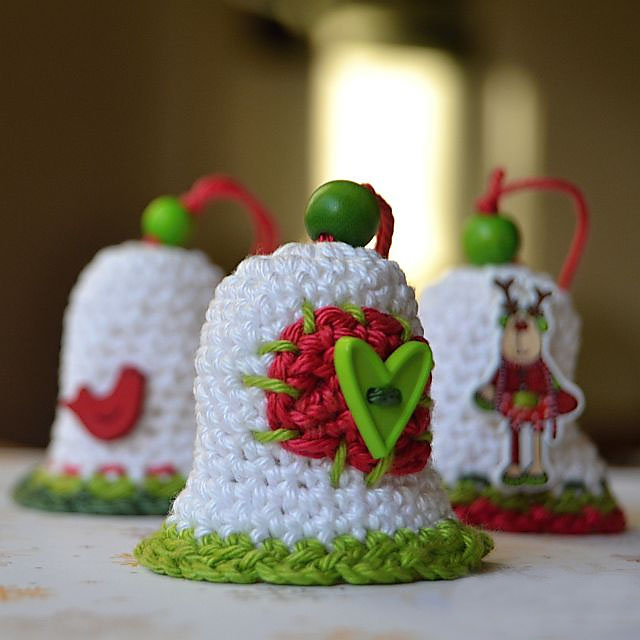 Christmas Bell - This list of free crochet patterns has some fun Christmas decorations that will deck your halls and bring jolly to your days! #crochetpatterns #christmascrochetpatterns #holidaycrochetpatterns