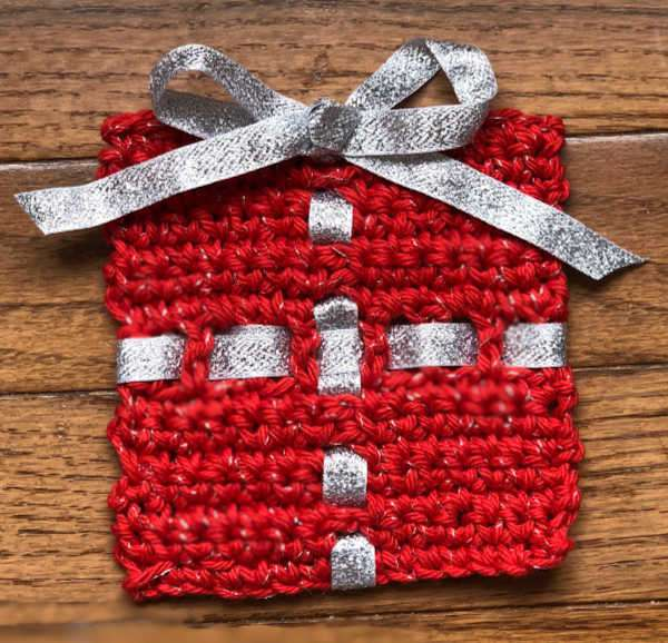 Crochet Christmas Present Coaster - This list of free crochet patterns has some fun Christmas decorations that will deck your halls and bring jolly to your days! #crochetpatterns #christmascrochetpatterns #holidaycrochetpatterns