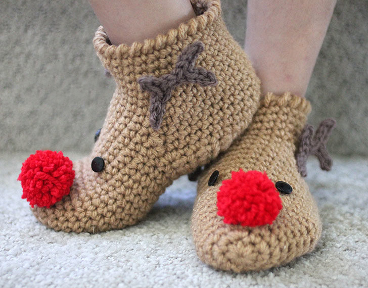 Crochet Rudolph Slipper Socks - This list of free crochet patterns has some fun Christmas decorations that will deck your halls and bring jolly to your days! #crochetpatterns #christmascrochetpatterns #holidaycrochetpatterns