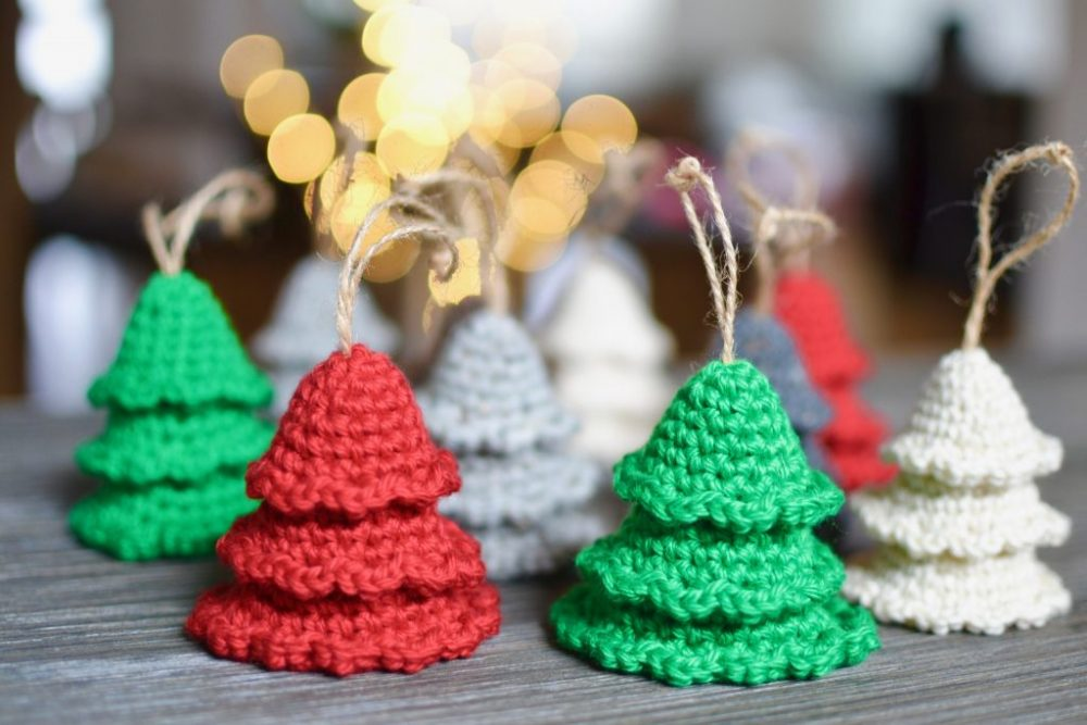 Rustic Tree Ornaments - This list of free crochet patterns has some fun Christmas decorations that will deck your halls and bring jolly to your days! #crochetpatterns #christmascrochetpatterns #holidaycrochetpatterns