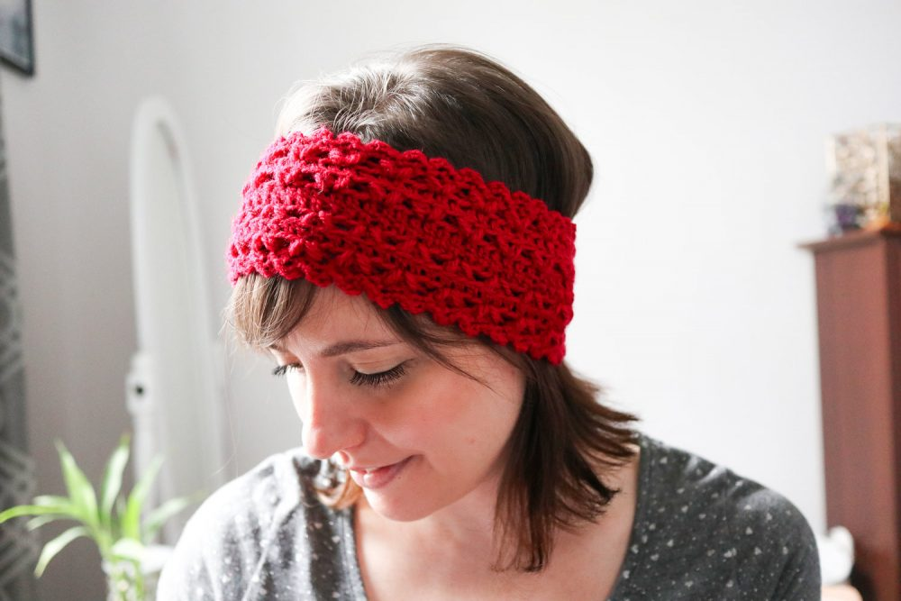 Amanda Headband - These crochet headbands will be a great gift for your little daughters, nieces or girlfriends who love to keep their hair away from their faces. #crochetheadbands #crochetheadbandpatterns #crochetpatterns