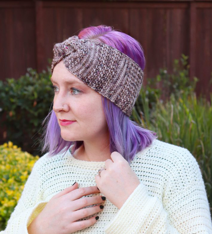 Artemis Headband - These crochet headbands will be a great gift for your little daughters, nieces or girlfriends who love to keep their hair away from their faces. #crochetheadbands #crochetheadbandpatterns #crochetpatterns