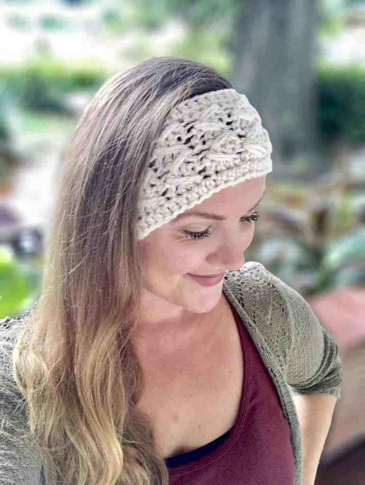 Astrid Headband - These crochet headbands will be a great gift for your little daughters, nieces or girlfriends who love to keep their hair away from their faces. #crochetheadbands #crochetheadbandpatterns #crochetpatterns