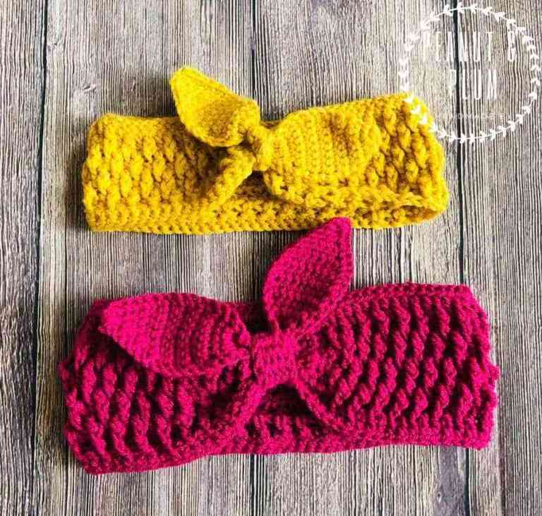 Dahlia Easy And Quick Retro Chunky Headband - These crochet headbands will be a great gift for your little daughters, nieces or girlfriends who love to keep their hair away from their faces. #crochetheadbands #crochetheadbandpatterns #crochetpatterns
