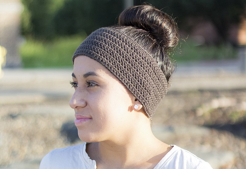 Easy Herringbone Headband - These crochet headbands will be a great gift for your little daughters, nieces or girlfriends who love to keep their hair away from their faces. #crochetheadbands #crochetheadbandpatterns #crochetpatterns