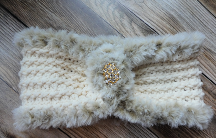 Elegant Faux Fur Headband - These crochet headbands will be a great gift for your little daughters, nieces or girlfriends who love to keep their hair away from their faces. #crochetheadbands #crochetheadbandpatterns #crochetpatterns