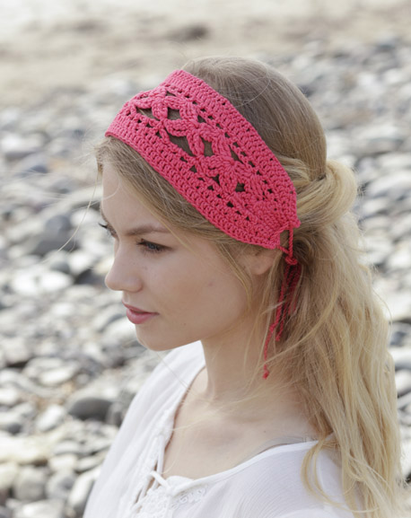 Emmylou Headband - These crochet headbands will be a great gift for your little daughters, nieces or girlfriends who love to keep their hair away from their faces. #crochetheadbands #crochetheadbandpatterns #crochetpatterns