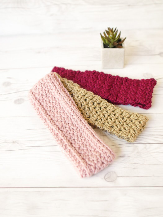 Lazy Suzette Headband - These crochet headbands will be a great gift for your little daughters, nieces or girlfriends who love to keep their hair away from their faces. #crochetheadbands #crochetheadbandpatterns #crochetpatterns