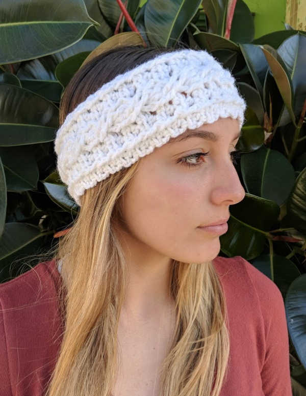 One Skein Crochet Cable Ear Warmer Headband - These crochet headbands will be a great gift for your little daughters, nieces or girlfriends who love to keep their hair away from their faces. #crochetheadbands #crochetheadbandpatterns #crochetpatterns